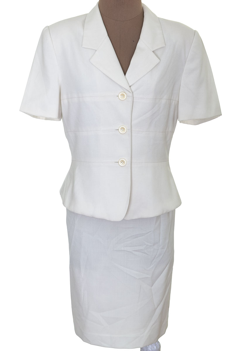 Conjunto Conjunto de Falda color Blanco - Le Suit