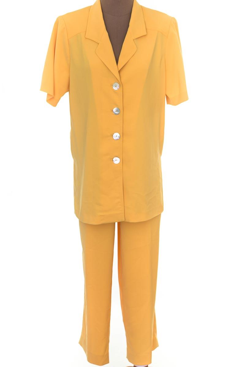 Conjunto Conjunto de Pantalón color Amarillo - Closeando